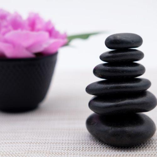 Masáž lávovými kamenmi